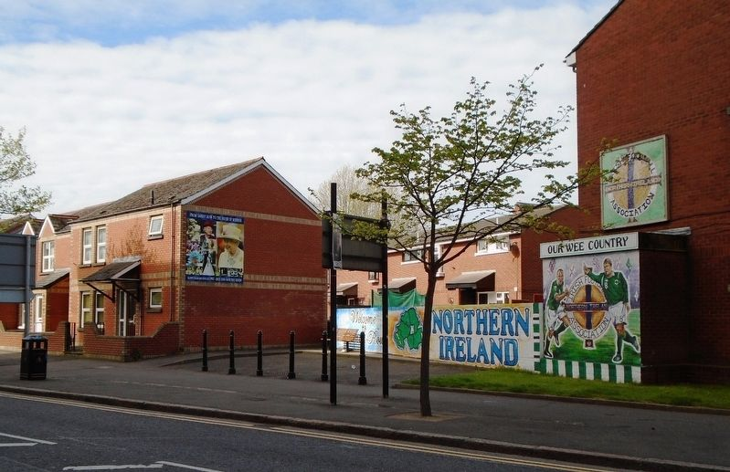 Homes and Murals along Sandy Row south of Hope Street image. Click for full size.