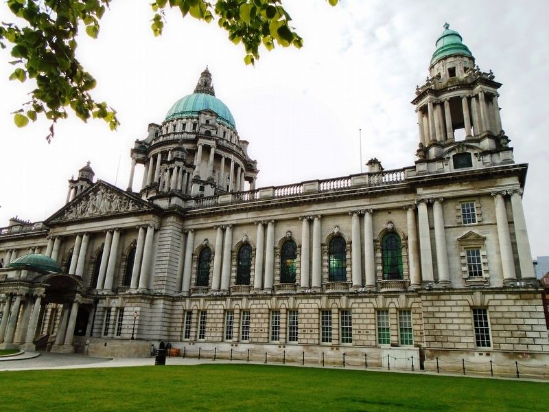 Belfast City Hall image. Click for full size.
