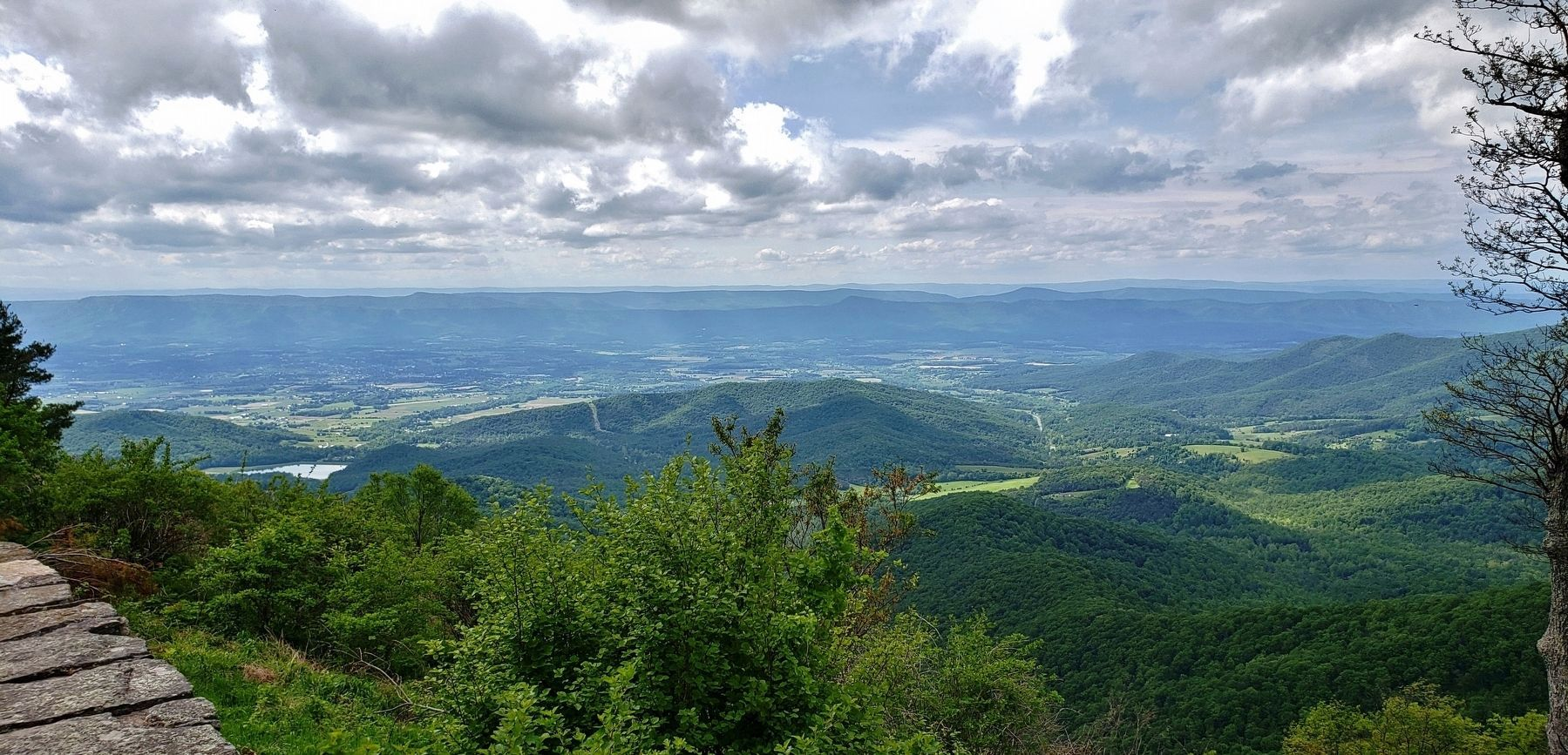 Blue Ridge Mountains & Shenandoah River Valley (<i>view northwest from marker</i>) image. Click for full size.