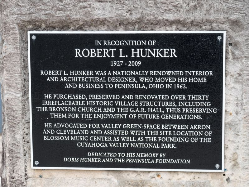 Robert L. Hunker Memorial image. Click for full size.