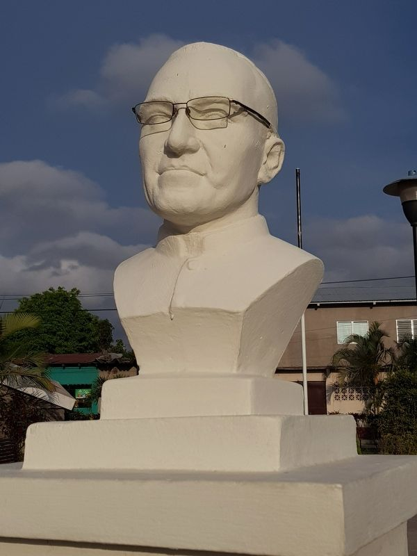 The monument's bust of Monsignor Oscar Romero Arnulfo image. Click for full size.