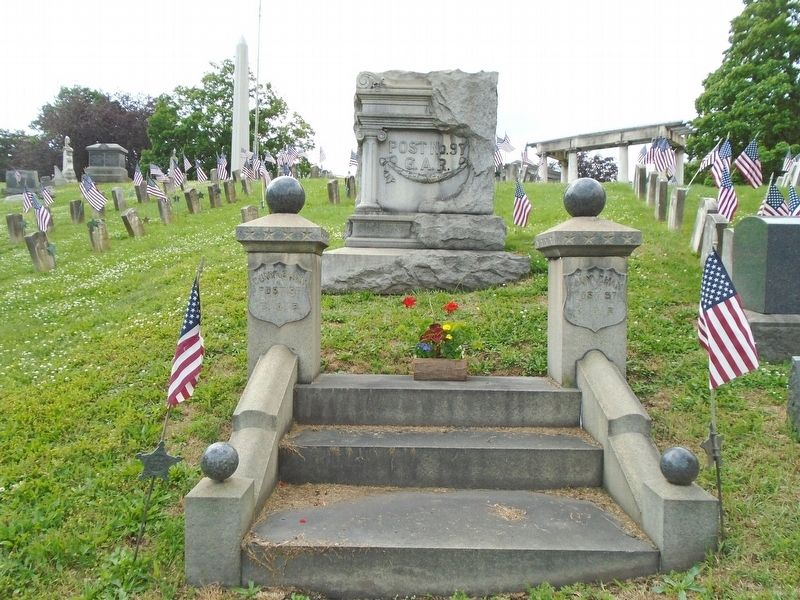 Civil War Memorial and Veterans Section image. Click for full size.