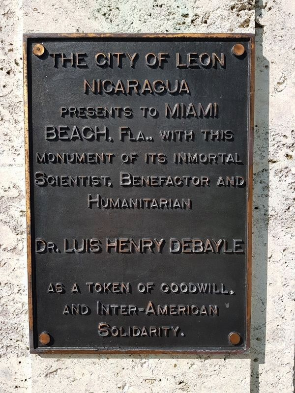 A nearby marker dedicated to Nicaraguan pioneer doctor Luis Henry Debayle image. Click for full size.