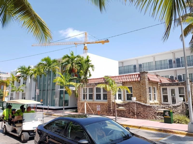 209 9th Street and 900 Collins Avenue image. Click for full size.