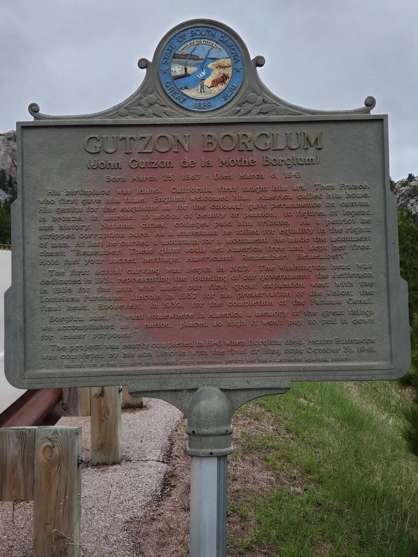 Gutzon Borglum Marker East Face image. Click for full size.