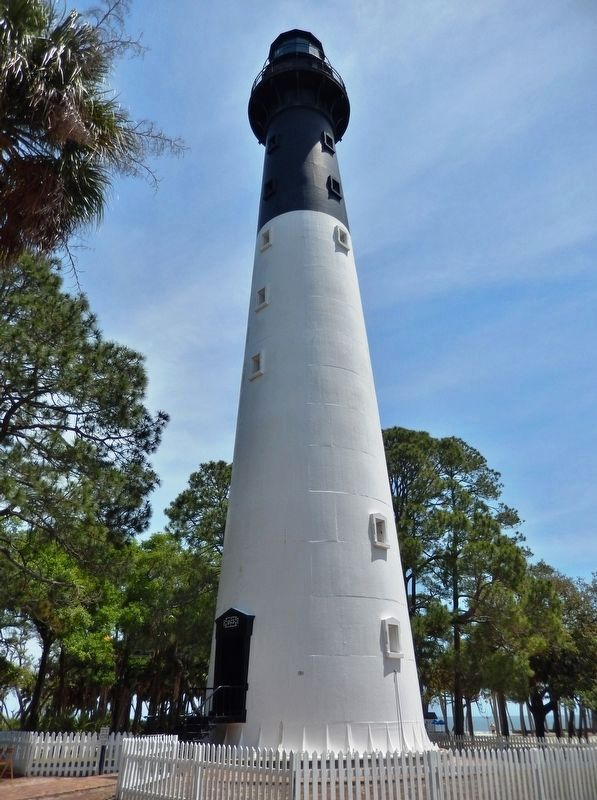 Hunting Island Light Station image. Click for full size.