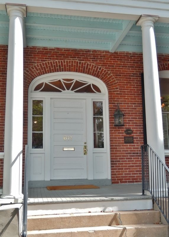 The Wallace House Marker<br>(<i>wide view • marker mounted to right of front door</i>) image. Click for full size.