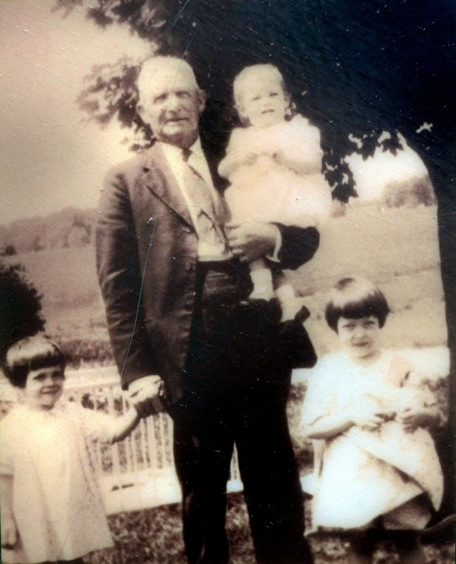 Hal Dawson pictured with three of his grandchildren in tow image. Click for full size.