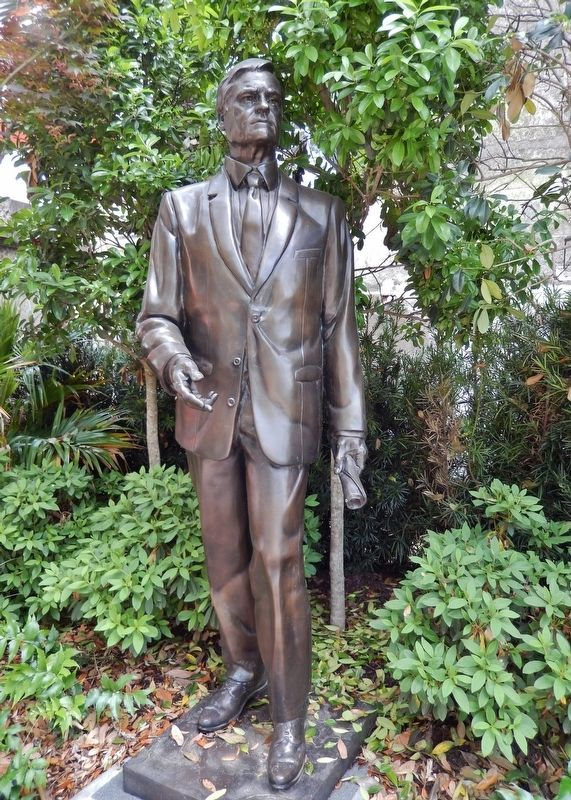 "Ernest F. ""Fritz"" Hollings Statue image. Click for full size."