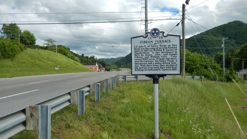 O'Brien Furnace Marker<br>(<i>wide view • US Highway 19E on left</i>) image. Click for full size.