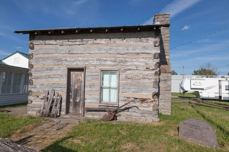 The Washburn-Dixon Log House and Stone Monument image. Click for full size.