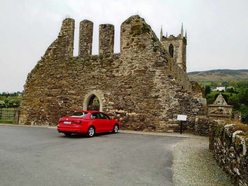 Mainistir Bhealach Conglais / Baltinglass Abbey and Marker image. Click for full size.