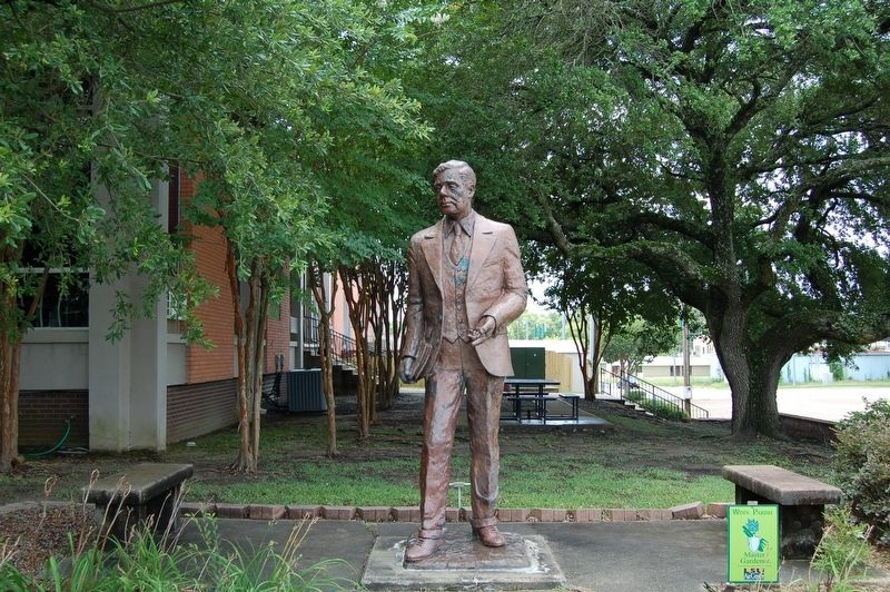 Huey Pierce Long Statue image. Click for full size.