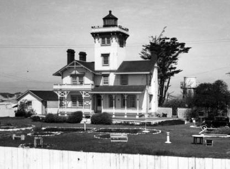 <i>Point Hueneme Lighthouse</i> image. Click for full size.