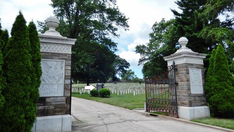 Address by President Lincoln Marker<br>(<i>view from outside gates • marker right of driveway</i>) image. Click for full size.