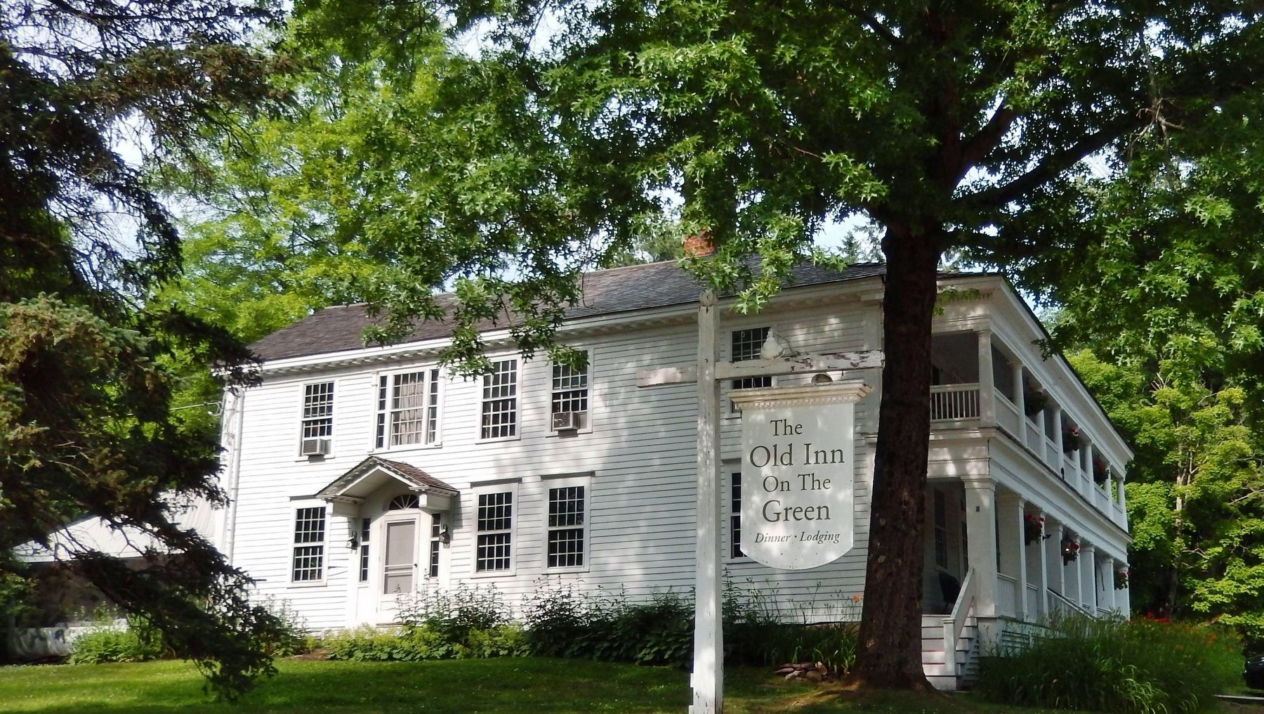 The Old Inn on the Green (<i>about 40 yards north of marker</i>) image. Click for full size.