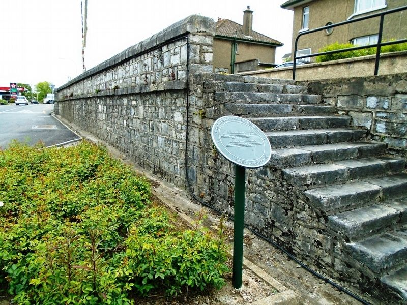 Falla an Ghorta Mhóir/An tArdán - The Famine Wall/The Terrace and Marker image. Click for full size.
