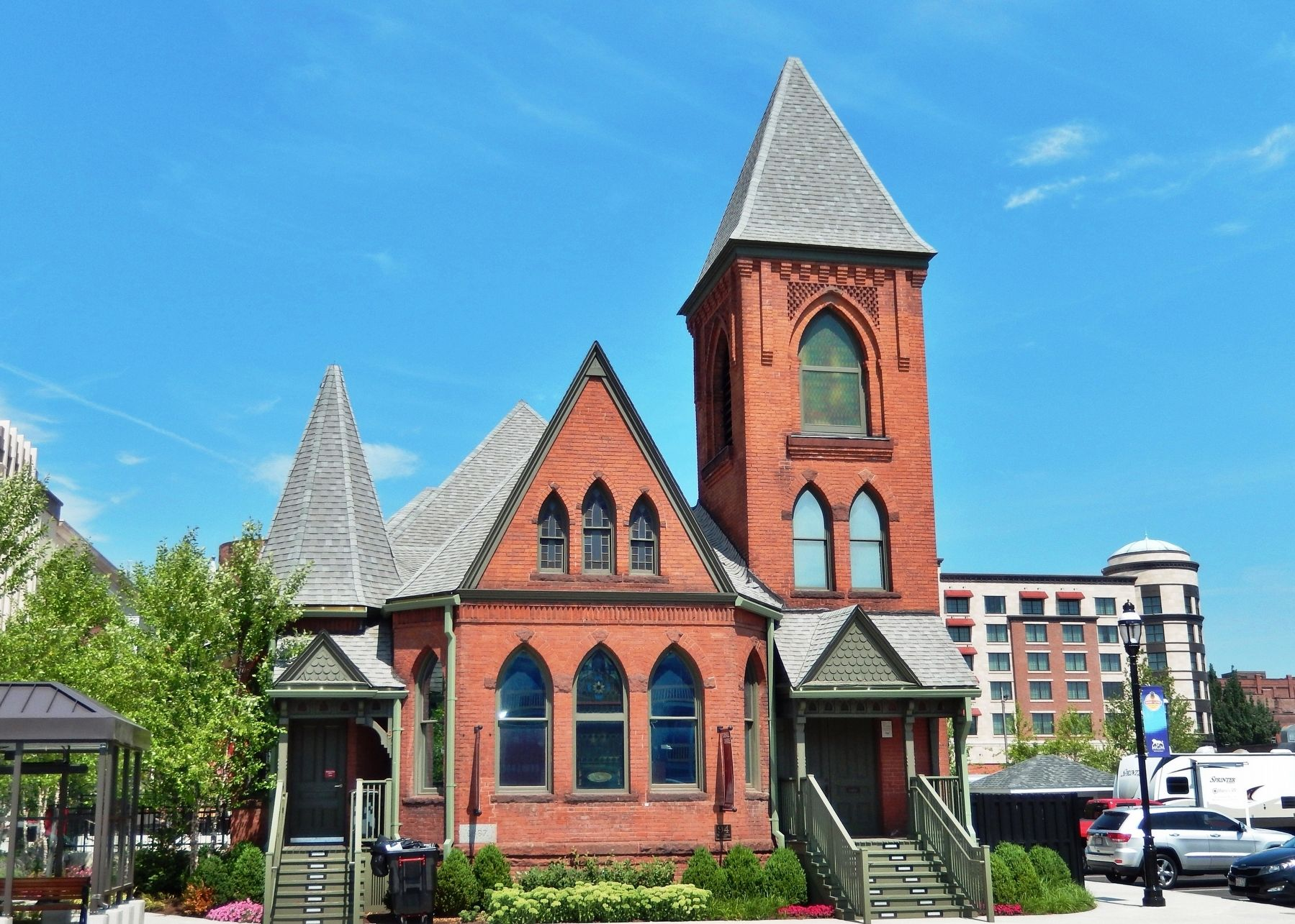 French Congregational Church (<i>view from Union Street</i>) image. Click for full size.
