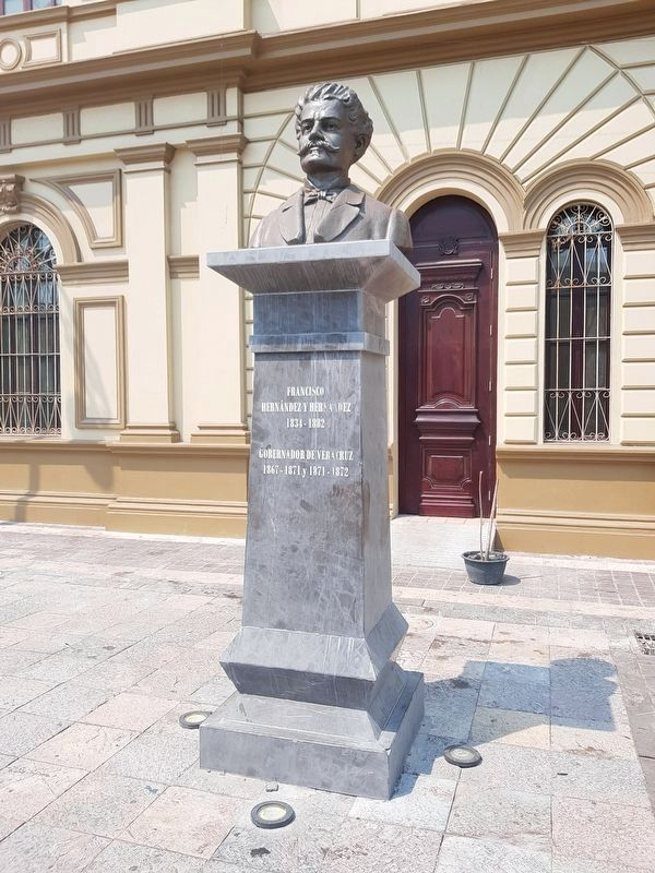 A nearby bust of Governor Hernández image. Click for full size.