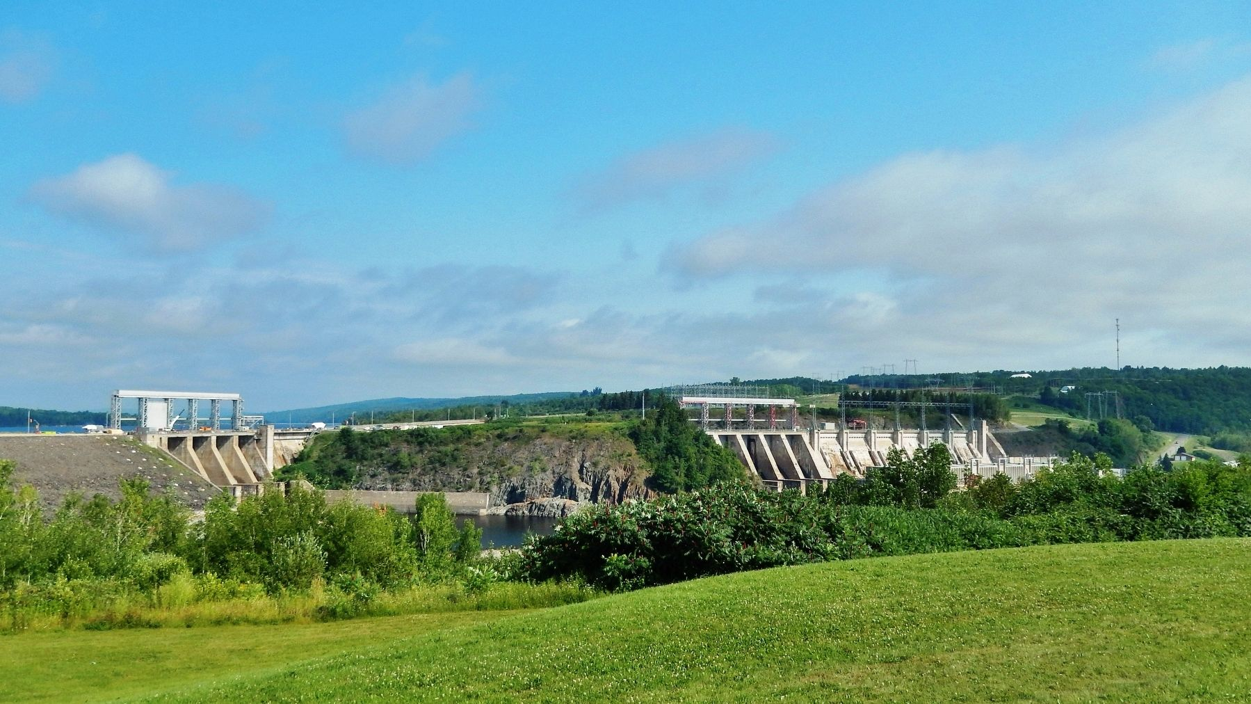 Mactaquac Dam (<i>view from near marker</i>) image. Click for full size.