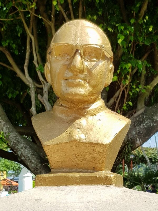 Oscar Arnulfo Romero bust from the monument image. Click for full size.