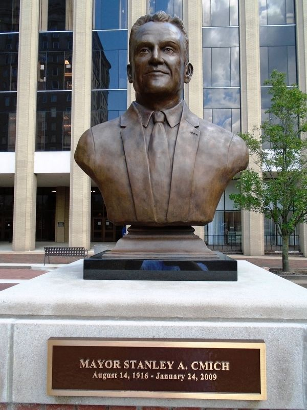 Mayor Stanley A. Cmich Bust image. Click for full size.
