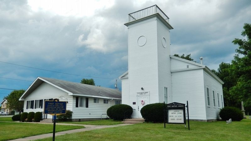 First Baptist Marker (<i>wide view</i>) image. Click for full size.