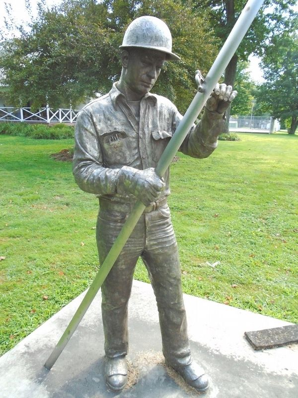 Specialty Steelmaker of Titusville Statue image. Click for full size.
