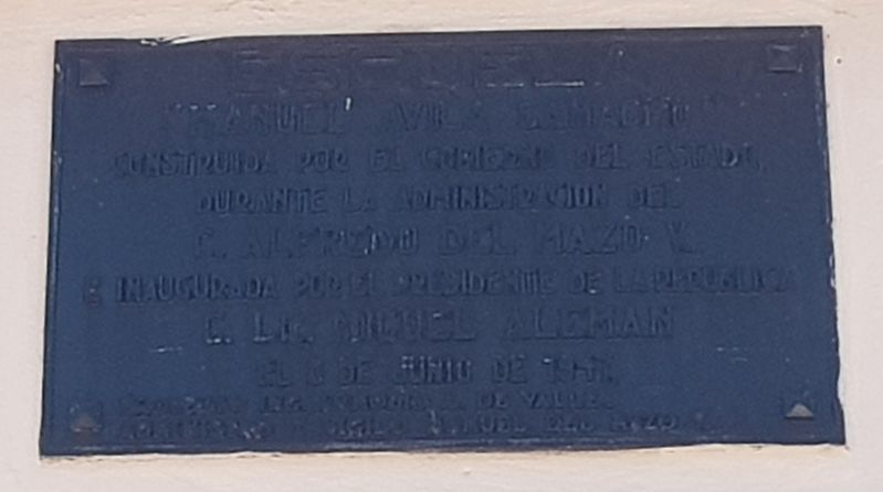 An additional marker for the Manuel Ávila Camacho School's dedication in 1947 image. Click for full size.