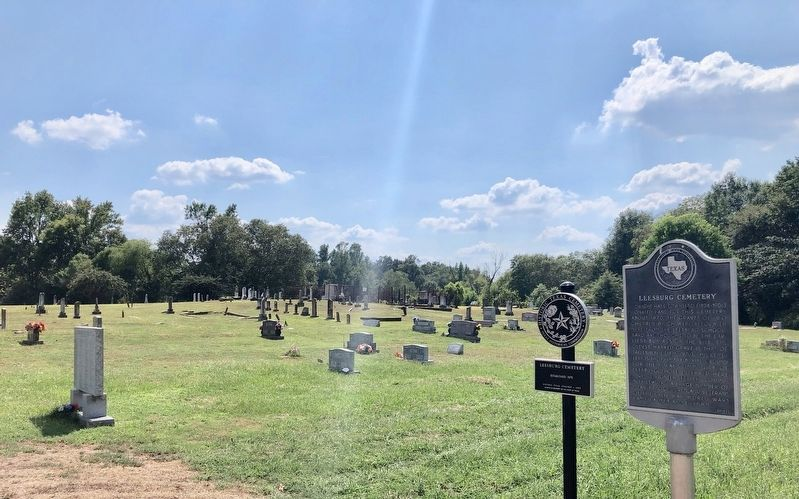 Leesburg Cemetery marker and HTC marker. image. Click for full size.