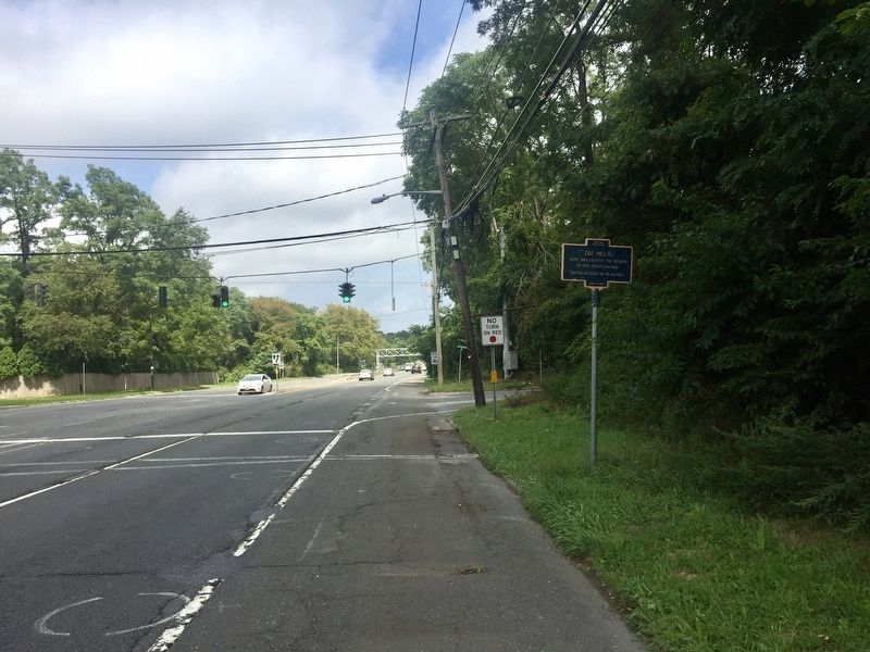 Dix Hills Marker - wide view, looking north on Deer Park Avenue image. Click for full size.