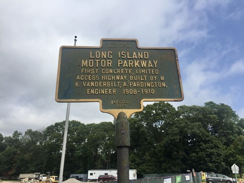 Long Island Motor Parkway Marker image. Click for full size.
