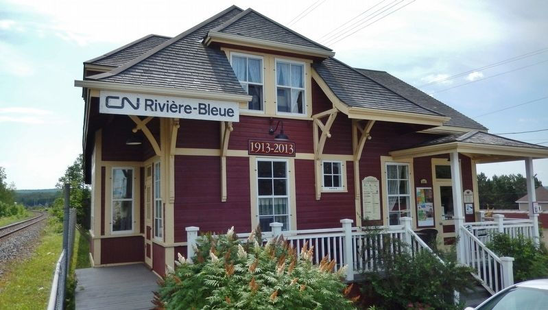 The Rivière-Bleue Train Station (<i>northwest corner view</i>) image. Click for full size.