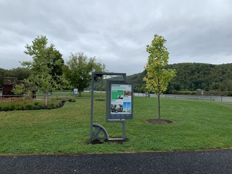The Mohawk Valley Marker and Welcome Center image. Click for full size.