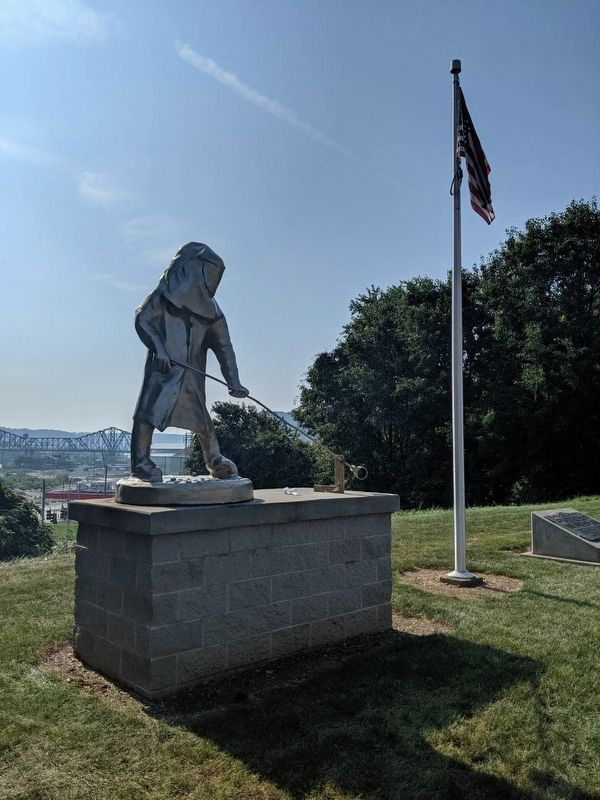 Ohio Valley Steelworker Statue image. Click for full size.