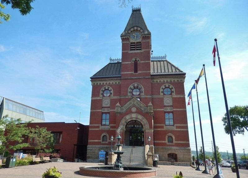 Fredericton City Hall / L'Hôtel de ville de Fredericton<br>(<i>front view from Queen Street</i>) image. Click for full size.