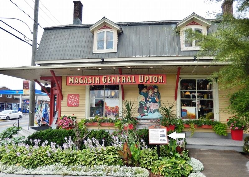 Le Magasin Général Upton Marker<br>(<i>wide view from Rue Lanoie • store in background</i>) image. Click for full size.