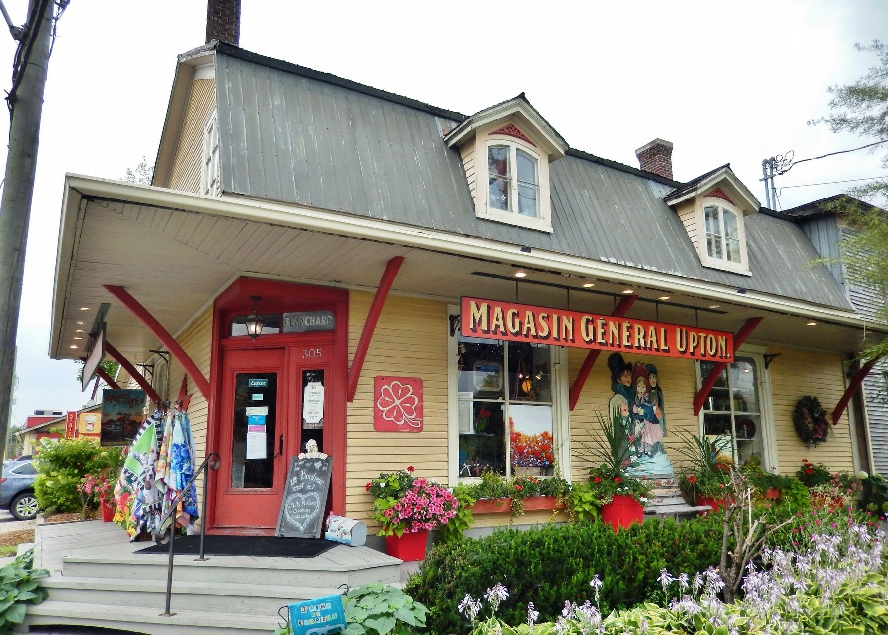Le Magasin Général Upton / The Upton General Store (<i>southeast corner view</i>) image. Click for full size.