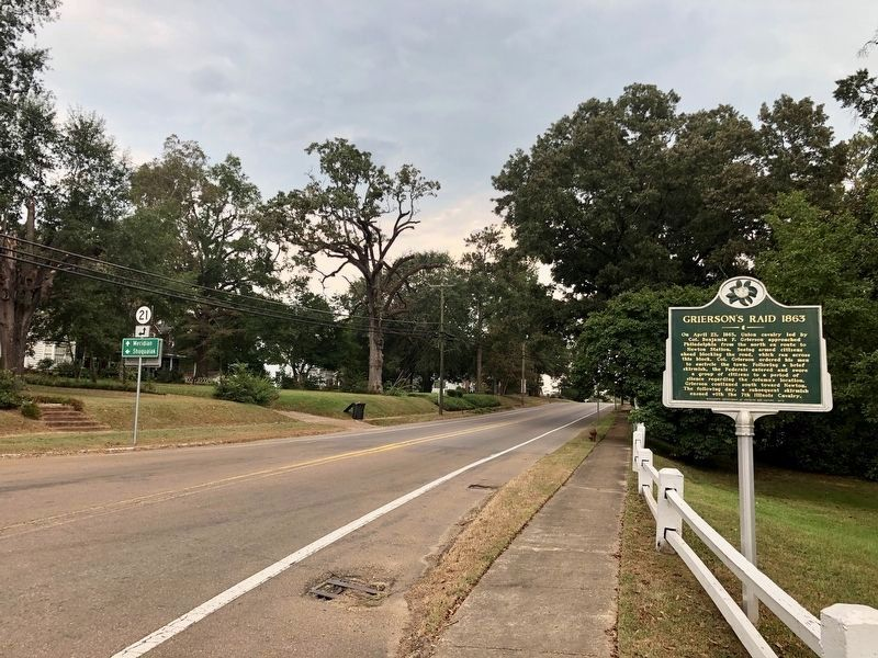 Marker looking towards downtown on Pecan Avenue. image. Click for full size.