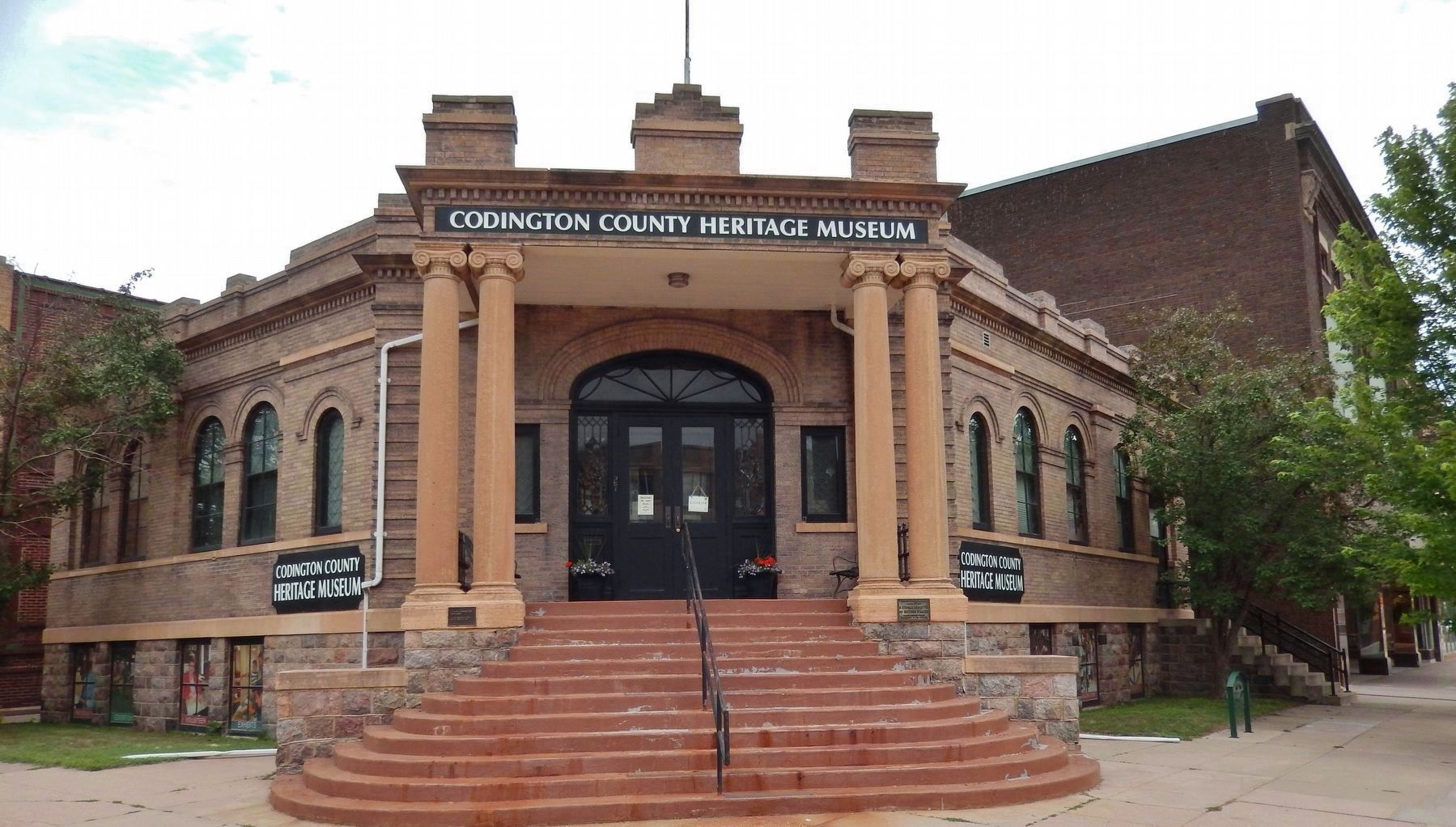 Carnegie Free Public Library (<i>now Codington County Heritage Museum</i>) image. Click for full size.