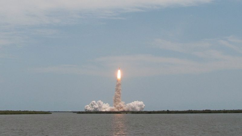 Space Shuttle Atlantis Launch • STS-125<br>(<i>view from Kennedy Space Center</i>) image. Click for full size.