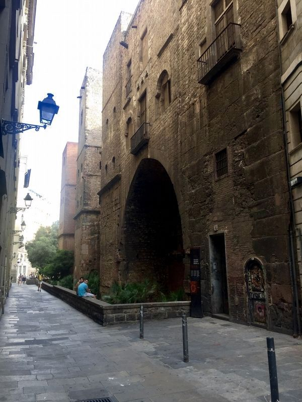 Roman Wall and Defence Towers: Carrer Sots-tinent Navarro Marker - wide view image. Click for full size.