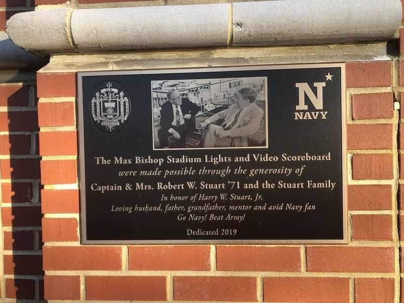 Nearby dedication plaque image. Click for full size.