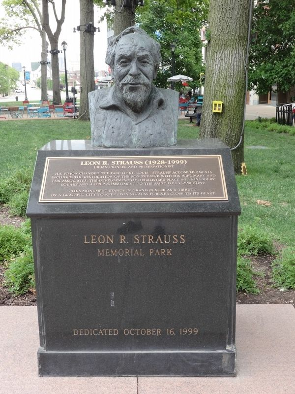 Leon R. Strauss (1928-1999) Marker image. Click for full size.