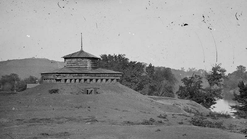 Tennessee River. Blockhouse on the bank image. Click for full size.