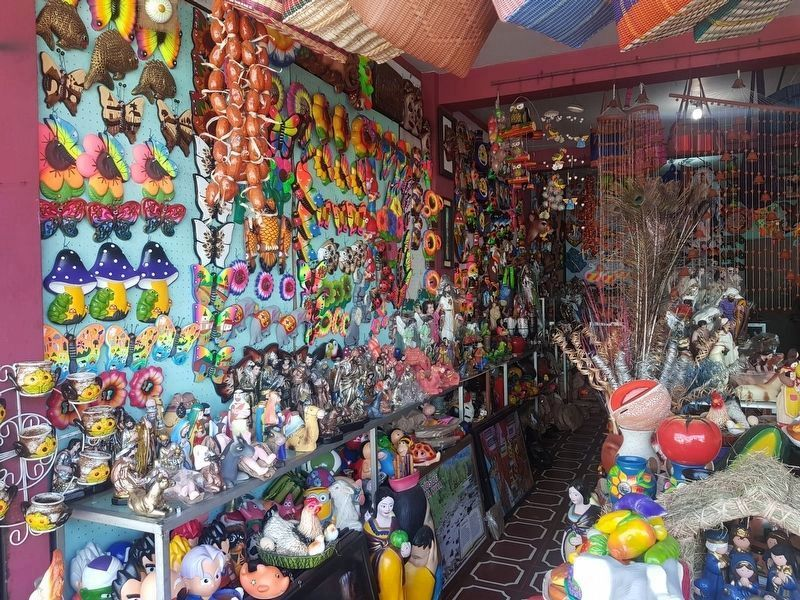 One of many handicrafts stores in Ilobasco image. Click for full size.