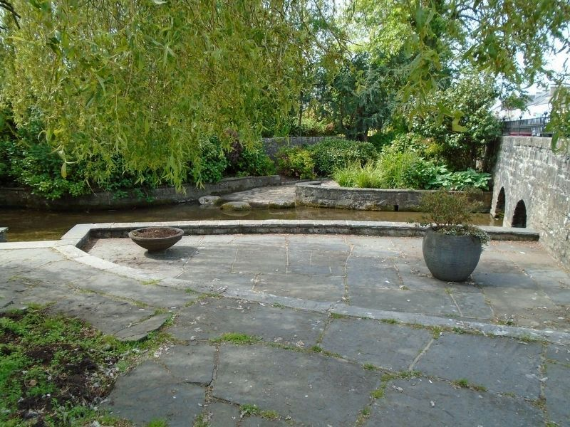 Washing Pool / <i>Linn Níocháin</i> and Two Arched Bridge / <i>Droichidín</i> image. Click for full size.