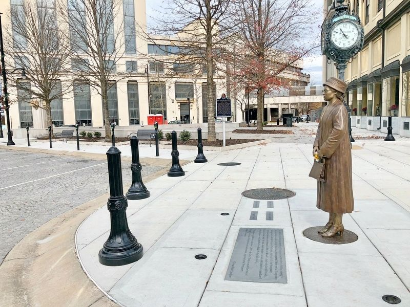 Rosa Parks Statue at Montgomery Plaza at the Court Street Fountain. image. Click for full size.