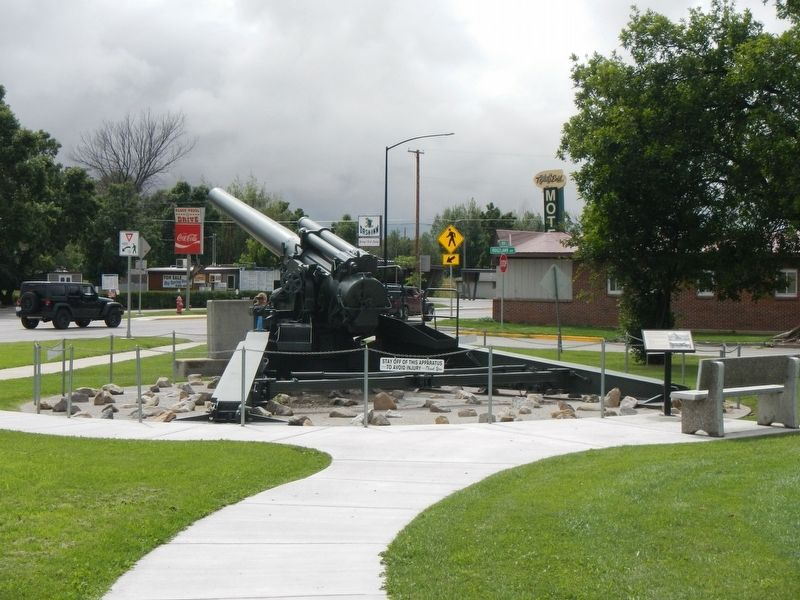 240 mm Howitzer M1 and Marker image. Click for full size.