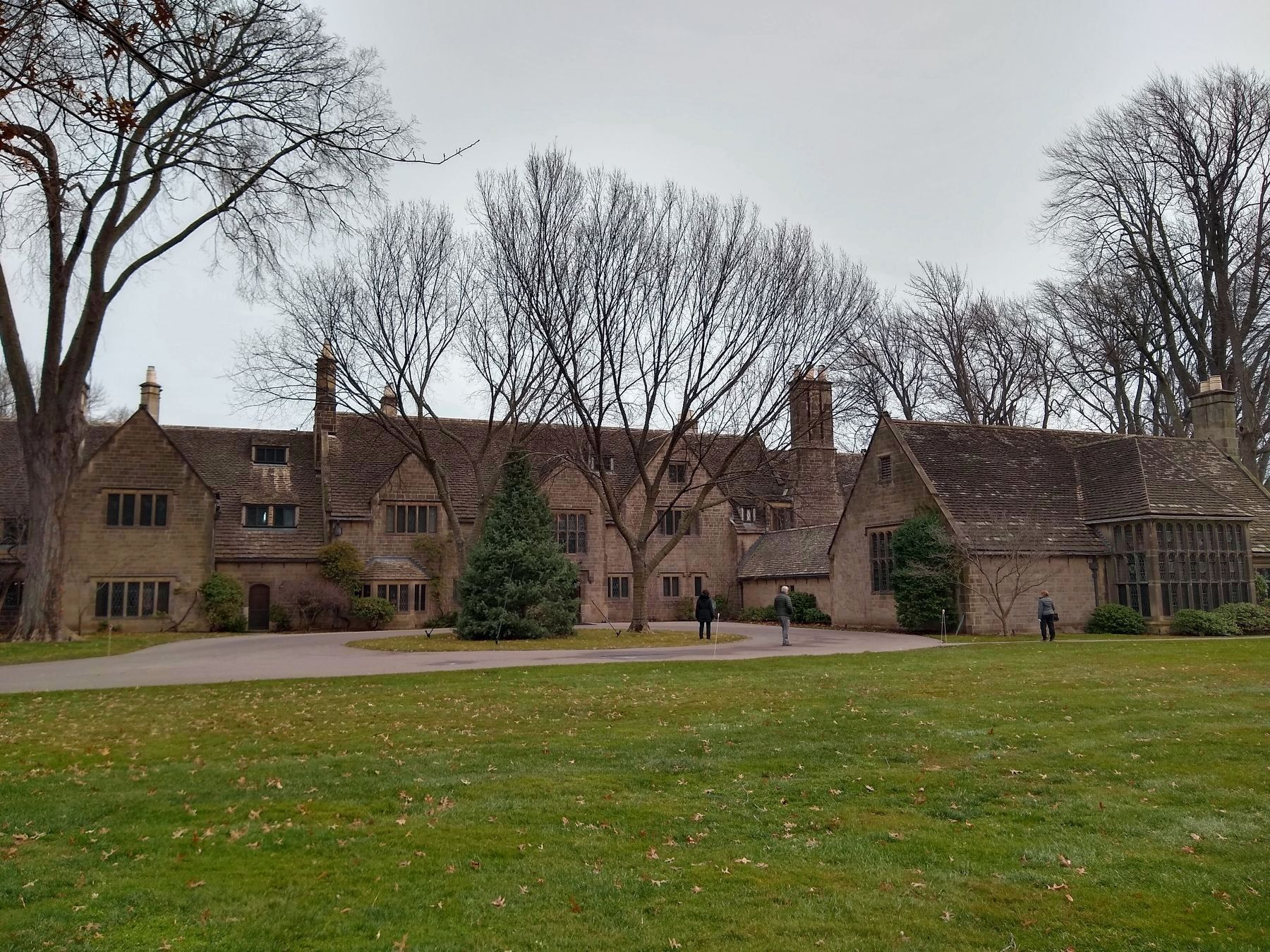 Edsel & Eleanor Ford House image. Click for full size.